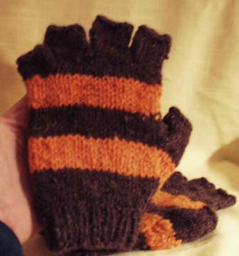 Largely Unrepeatable: Coraline Gloves - blogspot.com
